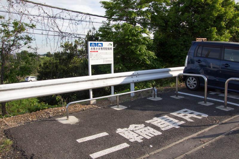 関越道 高坂SA ウォークインゲート(一般道からの出入り口)の駐輪場